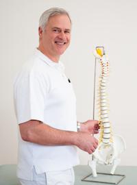 Dr. med. Klaus P. Maurer in der orthopädischen Praxis